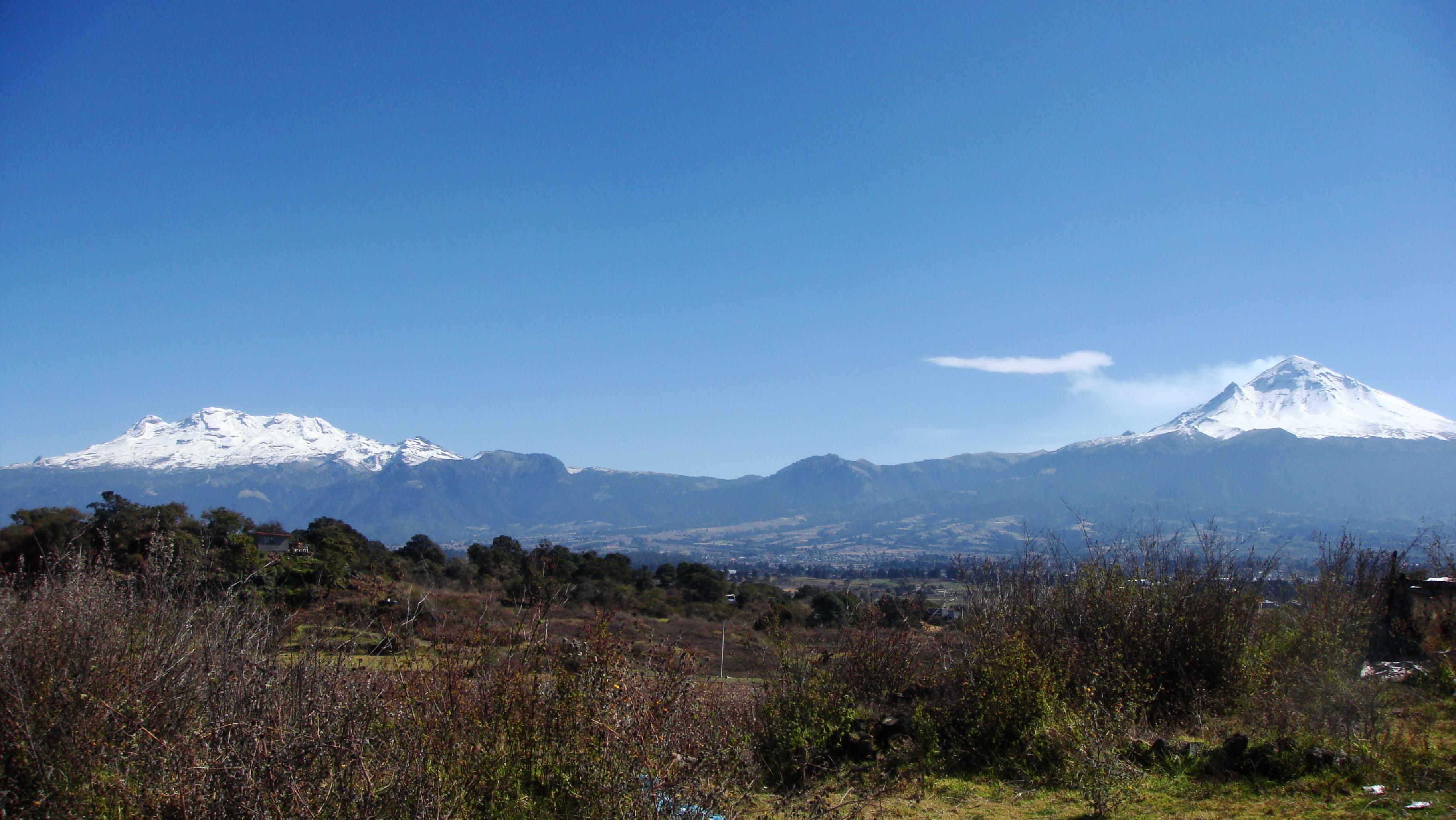 Panorámica De Los Volcanes Popocatépetl E Iztaccíhuatl. Foto: J.S