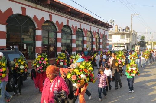 (El recorrido implica quizá el realizar ofrendas al templo. Foto: M.S.)