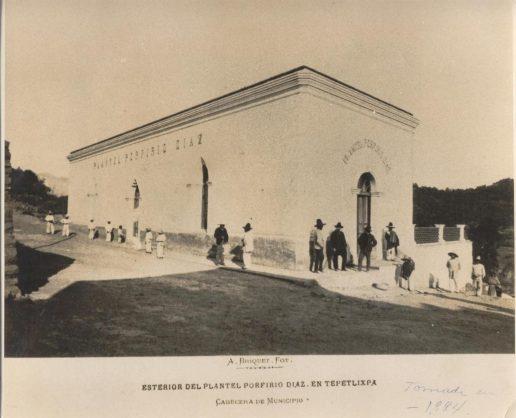 """""""Exterior del Plantel Porfirio Díaz"""" (reproducción de la fotografía de Abel Briquet, de Ollin Altepetl A.C.)"""