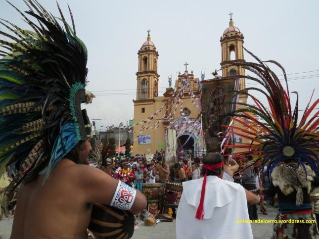 (Danza Azteca en el Atrio de El Calvario. Foto: M.S.)