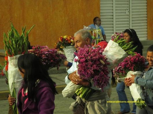 (Flores de estate como regalo para el templo de El Calvario. Foto: M.S.)