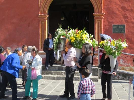 (Pedir permiso y encomendar la Fiesta. Foto: M.S.)