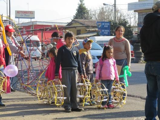 (Los niños se harán esferas. Foto: J.S.)